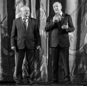 Ветеранов приветствуют В. Тарасов, В. Антипов