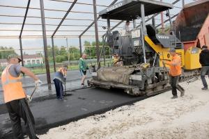 Рабочие ООО «Дарнит» заасфальтировали склад в «России»